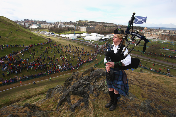 A piper on Haggis Knowe at the 2008 IAAF World Cross Country Championships in Edinburgh (Getty Images)
