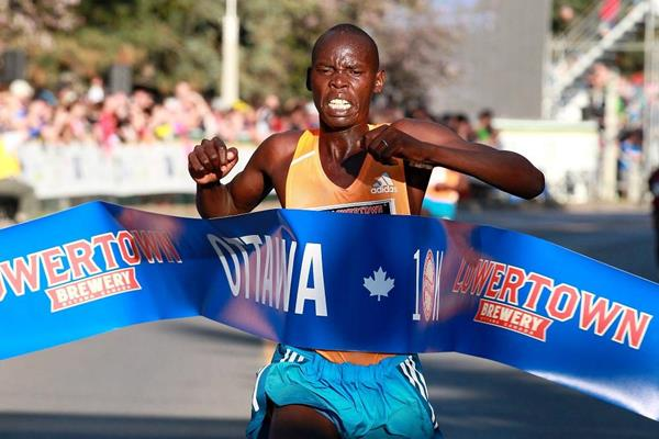 Wilson Kiprop wins at the 2014 Ottawa 10k (organisers / Victah Sailor)