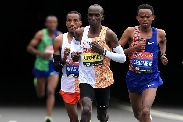 Eliud Kipchoge on his way to winning the London Marathon (Getty Images)