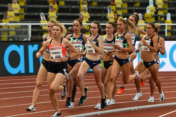 Laura Muir (centre) on her way to winning the 1500m at the Diamond League meeting in Stockholm (AFP / Getty Images)