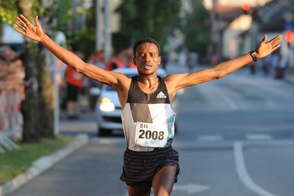 Tesfaye Lencho Anbesa winning in Brcko (Organisers)