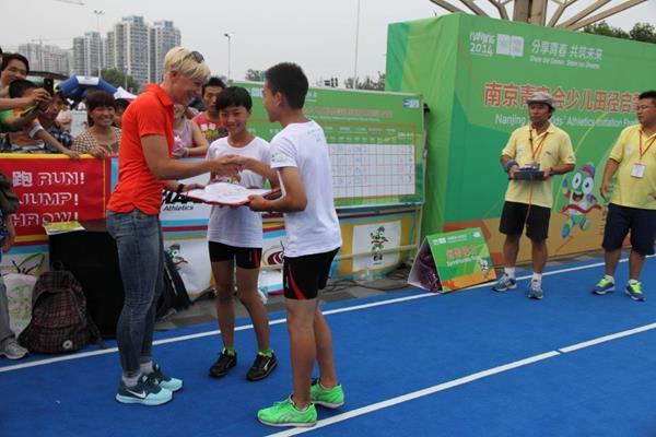 Kajsa Bergqvist at Kids' Athletics event in Nanjing (IAAF)