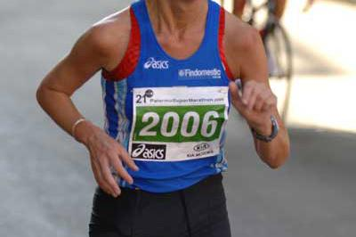 Monica Casiraghi of Italy finishing second at the 2005 IUA 50 km Challenge Trophy in Palermo (Sean Wallace Jones)