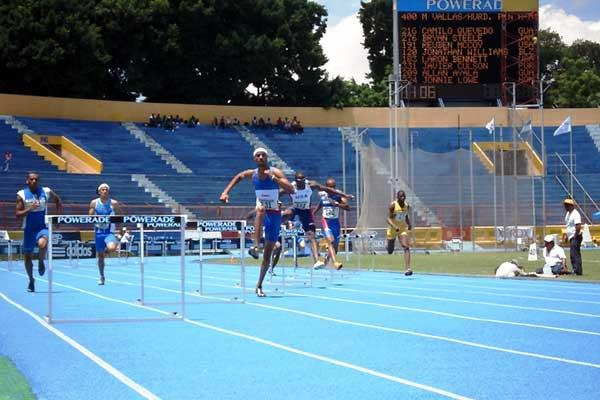 Men's 400m Hurdles final at the NACAC Champs (c)