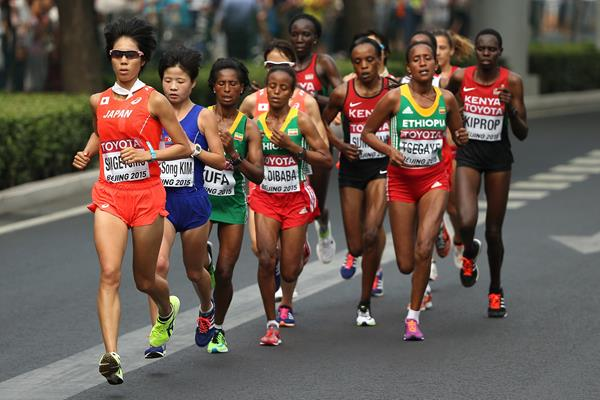Risa Shigetomo heads the lead pack in the women's marathon at the IAAF World Championships, Beijing 2015 (Getty Images)