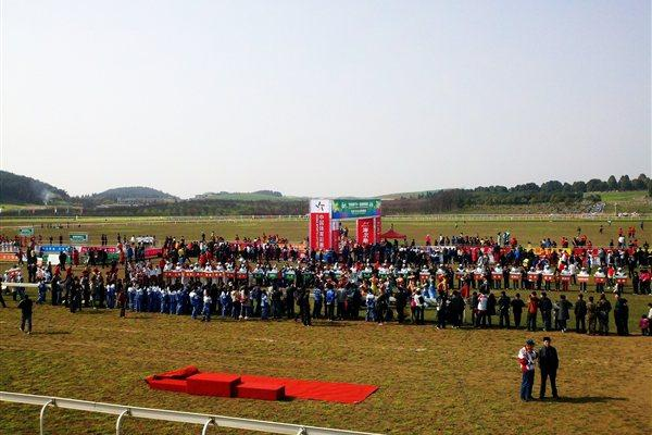 Athletes assemble for the start of the Asian Cross Country Championships in Quingzhen, China (Organisers)