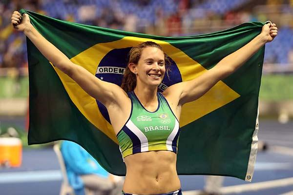 Fabiana Murer of Brazil celebrates winning the Pan Am Games (Bruno Miani/CBAt)