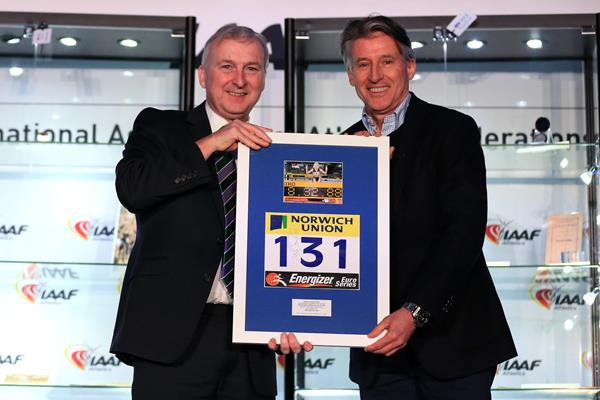 Ian Ward, Leader of Birmingham City Council, presents IAAF President Sebastian Coe with Gabriela Szabo's bib from her world indoor 3000m record breaking run in Birmingham (Getty Images)