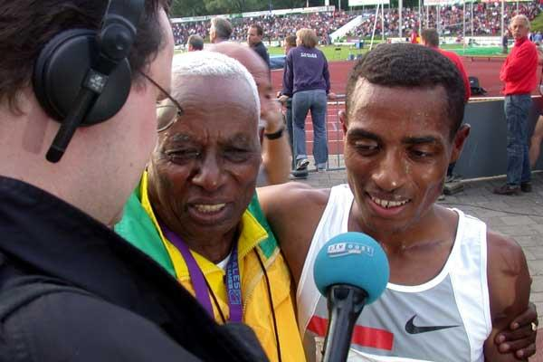 Dr. Woldmeskel Kostre (coach) with Kenenisa Bekele after the World record in Hengelo (c)