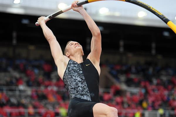 Sam Kendricks vaulting to victory in Stockholm (Hasse Sjogren)