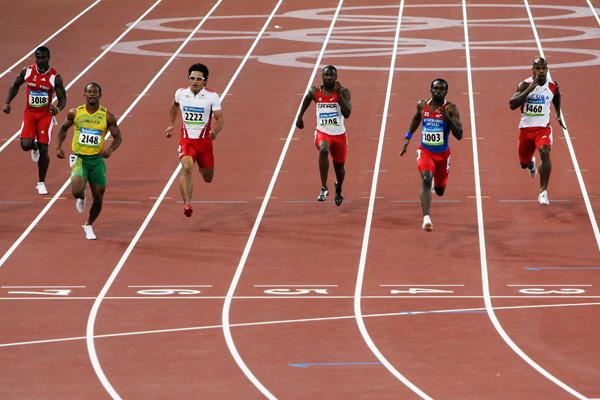 Churandy Martina of Netherlands Antilles dips under 10 seconds in the 100m quarter finals to set a national record (Getty Images)