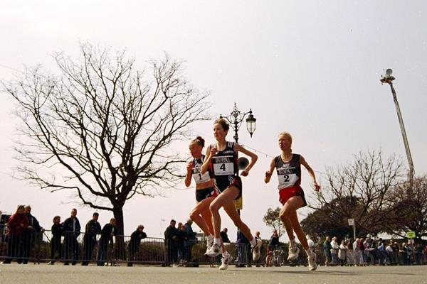 Catherina McKiernan (4), Liz McColgan (1) and eventual winner Annemari Sandell (2) in action at the Bupa International Road Race in Portsmouth  (Getty Images)
