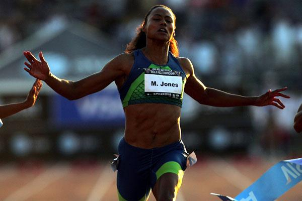 Marion Jones en route to her fifth national 100m title in Indianapolis (Getty Images)