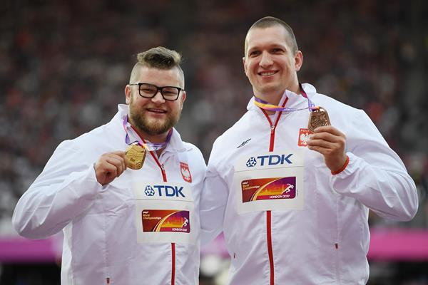 Pawel Fadjeck and Wojciech Nowicki of Poland with their medals from the men's hammer at the IAAF World Championships London 2017 (Getty)