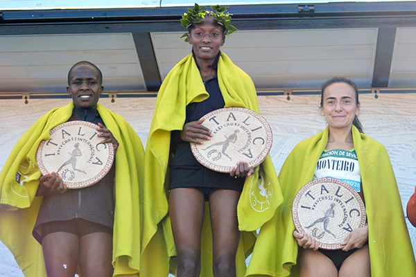 Senbere Teferi tops the podium after winning the women's race at the Cross Internacional de Italica in Seville (Fundación Anoc)