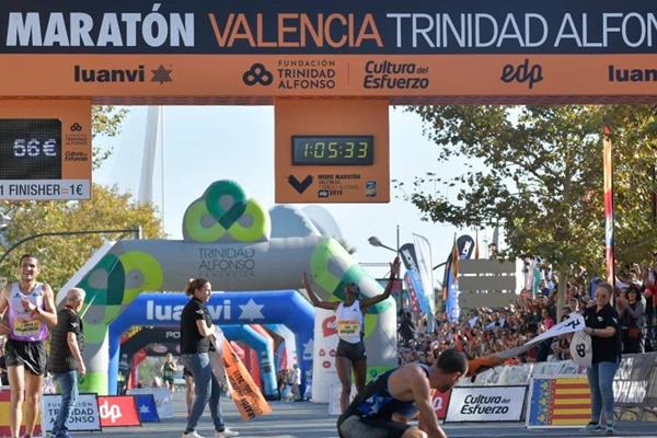 Senbere Teferi wins the Valencia Half Marathon (Organisers)