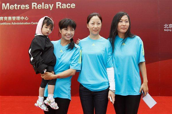 Three Olympic champions Chen Yueling, Wang Liping, Wang Junxia at the '100 Kids - 100 metres - 100 years' event in Beijing Olympic Park to celebrate the year of the IAAF Centenary (Getty Images)