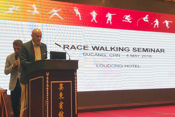 Maurizio Damilano and Robert Korzeniowski at the IAAF Race Walking Seminar in Taicang (IAAF Race Walking Committee)