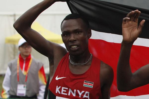 Bedan Karoki celebrates his runner-up finish at the 2015 World Cross Country Championships (Getty Images)