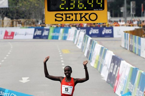 Irene Jerotich Kosgei successfully defends her crown in Singapore (Standard Chartered Marathon Singapore 2011)
