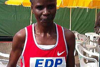 Joyce Chepchumba (KEN) after winning the 2004 Lisbon Half Marathon (Costa)