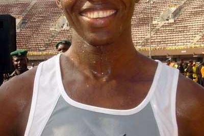 John Korir (KEN) after winning the 2004 Lagos Half Marathon (Saletti)