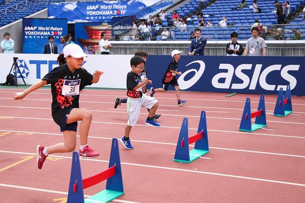 Children take part in the Asics Kids Decathlon Challenge in Yokohama (Roger Sedres)