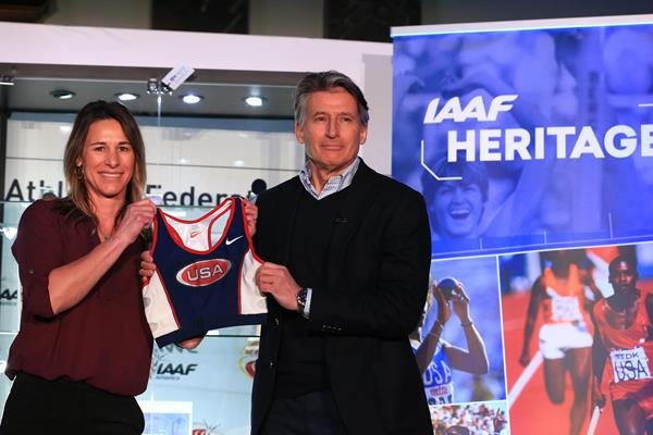 Stacy Dragila presents IAAF President Sebastian Coe with her kit from the 1997 World Indoor Championships (Getty Images)