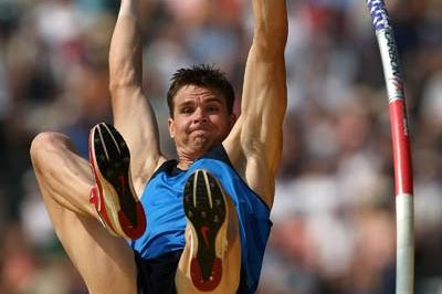 Derek Miles punching his Beijing ticket in the Pole Vault (Getty Images)