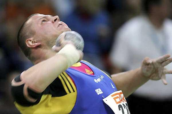 Ralf Bartels blasts Shot to 21.43m German Indoor Champs, Karslruhe (Bongarts/Getty Images)