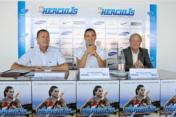 Meeting Director Jean-Pierre Schoebel, Yelena Isinbayeva, and meeting Vice President Bernard Fautrier in Monaco (Herculis Organisers)