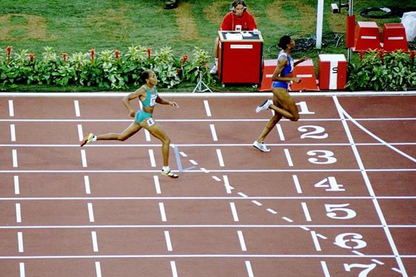 Marie-Jose Perec and Cathy Freeman in the 1996 Olympic 400m final (Getty Images)