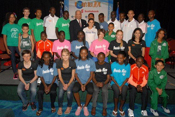 The 2012 World's Best 10Km elite field with Race Director Rafael Acosta (Organisers)