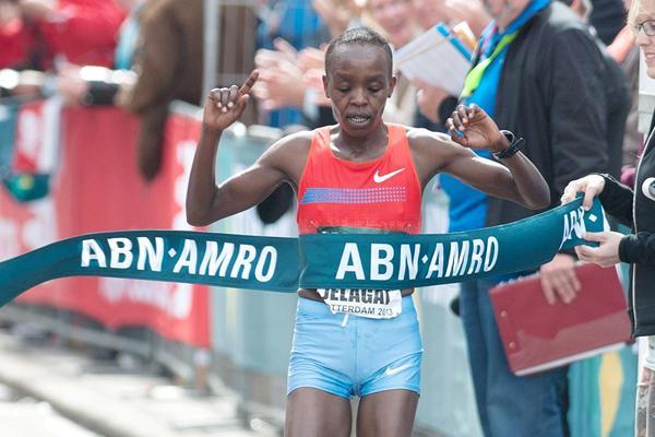 Jemima Jelagat Sumgong smashes her PB to win the Rotterdam Marathon (Erik van Leeuwen)