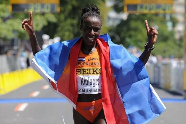 Lornah Kiplagat celebrates her third consecutive victory at the World Half Marathon championships (Getty Images)