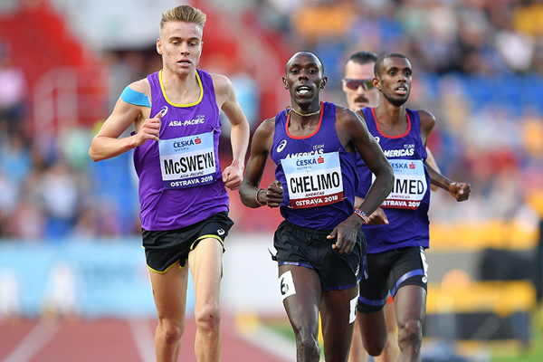 Paul Chelimo leads the 3000m at the IAAF Continental Cup Ostrava 2018 (Getty Images)