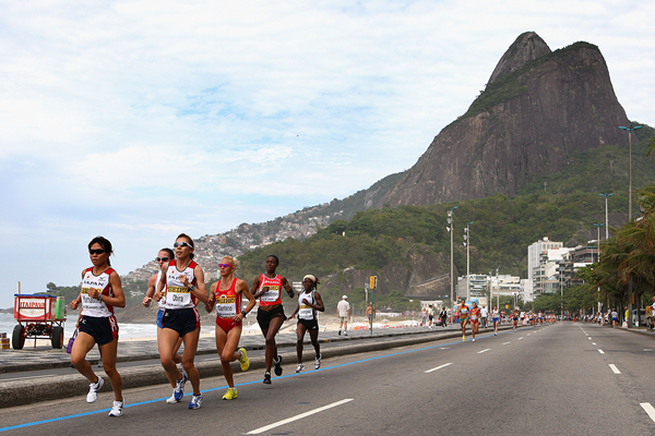The women's field at the 2008 IAAF World Half Marathon Championships in Rio (Getty Images)
