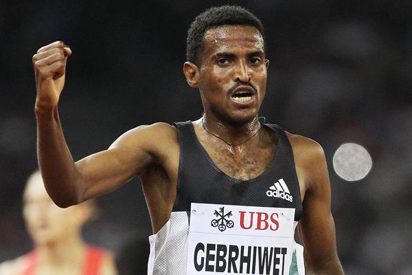 Ethiopia's Hagos Gebrhiwet celebrates his victory (Jean-Pierre Durand)