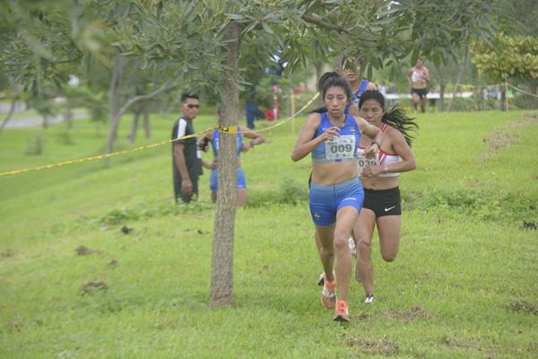 Silvia Patricia Ortiz leads the women's race at the 2019 South American Cross Country Championships in Guayaquil (Organisers)