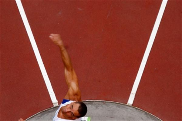 Defending champion Roman Sebrle in action during the decathlon discus (Getty Images)