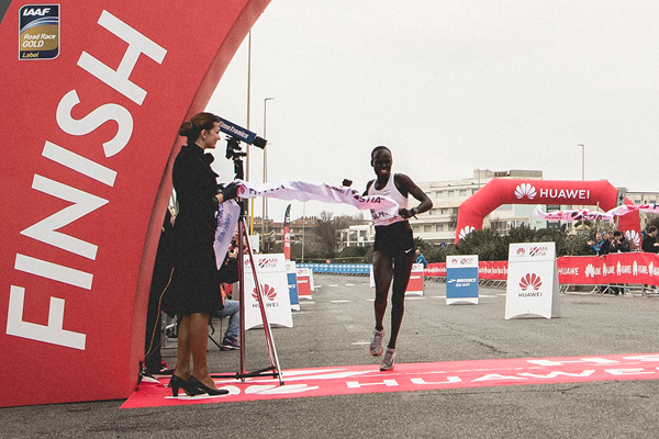 Lonah Chemtai Salpeter wins the Rome-Ostia Half Marathon (Organisers)