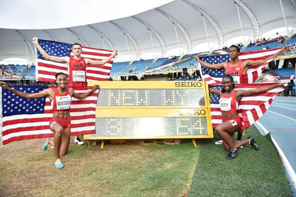 USA's victorious mixed 4x400m relay squad at the IAAF World Youth Championships, Cali 2015 (Getty Images)