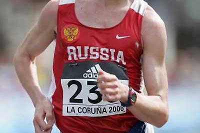 Denis Nizhegorodov (RUS) relentlessly powers to victory (Getty Images)