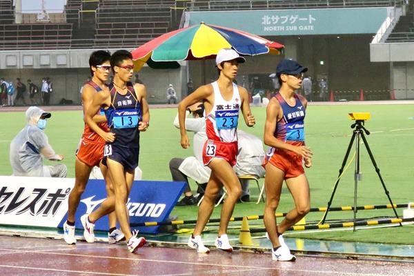 Toshikazu Yamanishi on his way to winning the 5000m race walk at the Japanese Inter-Corporate Championships  (JAAF)