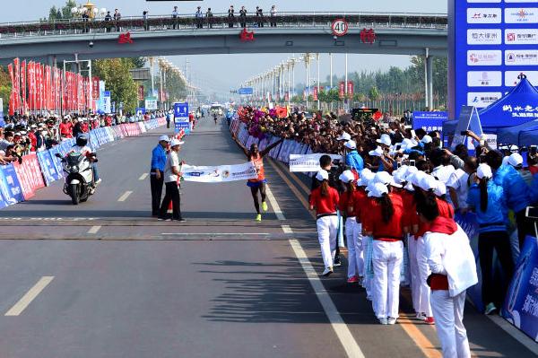 Michael Njenga Kunyuga wins the Hengshui Lake International Marathon (Organisers)