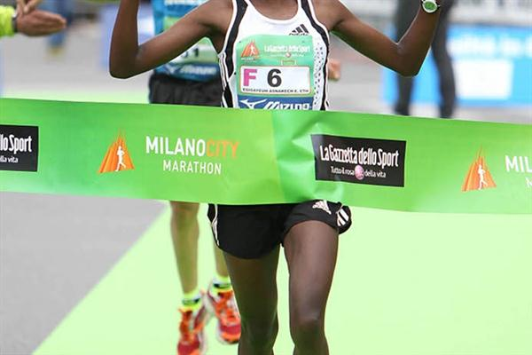 Asnakech Mengistu of Ethiopia improves to 2:25:50 to win in Milano (Giancarlo Colombo)