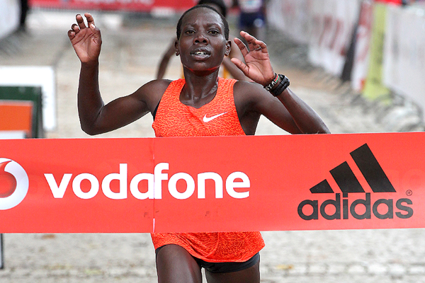 Beatrice Mutai wins the Rock'n'Roll Lisbon Half Marathon Vodafone RTP (Organisers / Photorun.net)