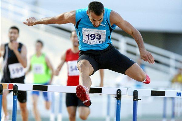 Periklis Iakovakis en route to his 15th straight Greek title in the 400m Hurdles (Kostas Georgopoulos)