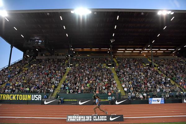 Genzebe Dibaba in action during the 5000m at the IAAF Diamond League meeting in Eugene ()