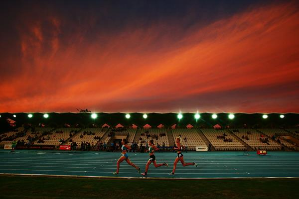 Jessica Trengove, Celia Sullohern and Eloise Wellings in the women's race at the Zatopek 10,000 (Getty Images)